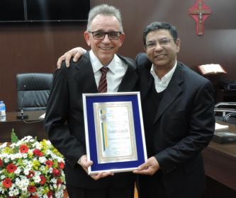 Câmara Concede Título de Cidadão Santa-Cruzense ao Senhor Leandro Logullo